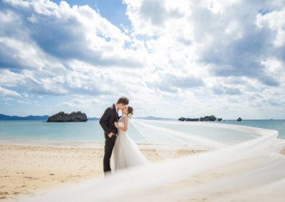 沖繩艾妮絲教堂的海灘拍照